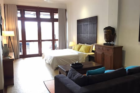 Riverside central apartment with large balcony - Phnom Penh - Wohnung