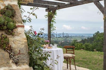 Preciosa casa de piedra frente al mar - Ribadesella