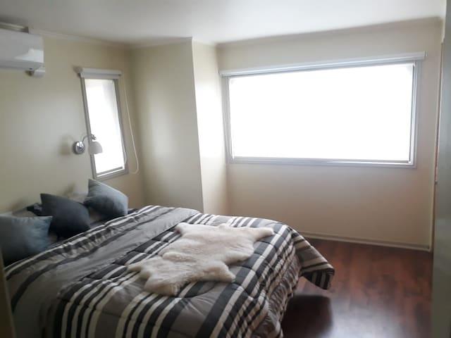 1. Habitación Matrimonial con baño privado, ac, tv