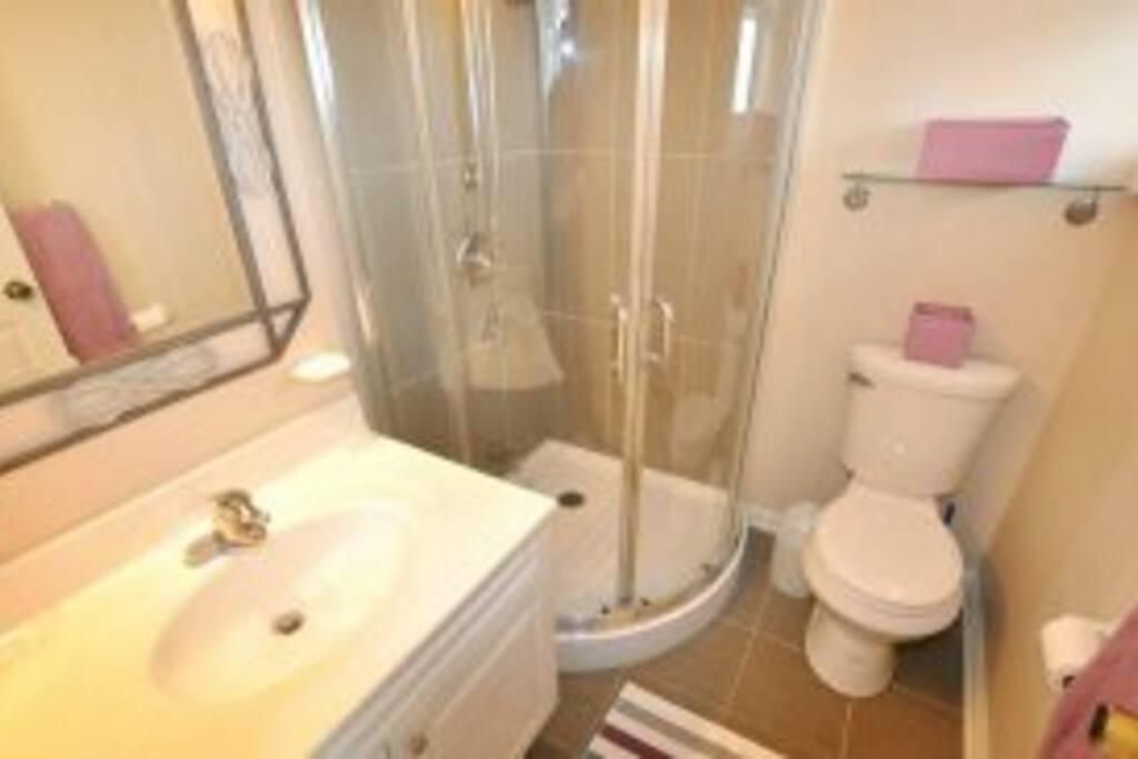 二楼2号客房卫生间