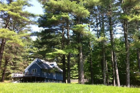 Lovely escape on 6 acres Catamount: one mile away! - Egremont