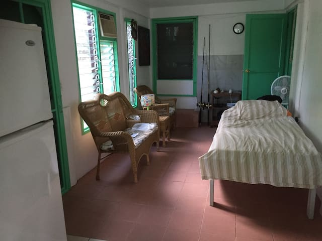 Lower apartment in 3 story house free wifi