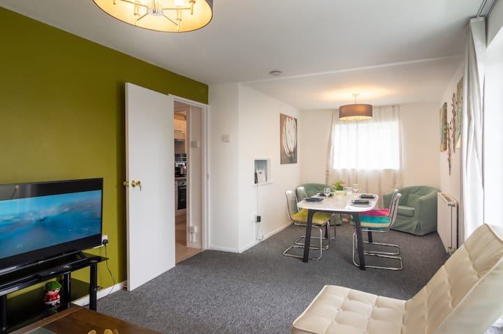 PickThePlace 3-bedroom Plymouth apartment