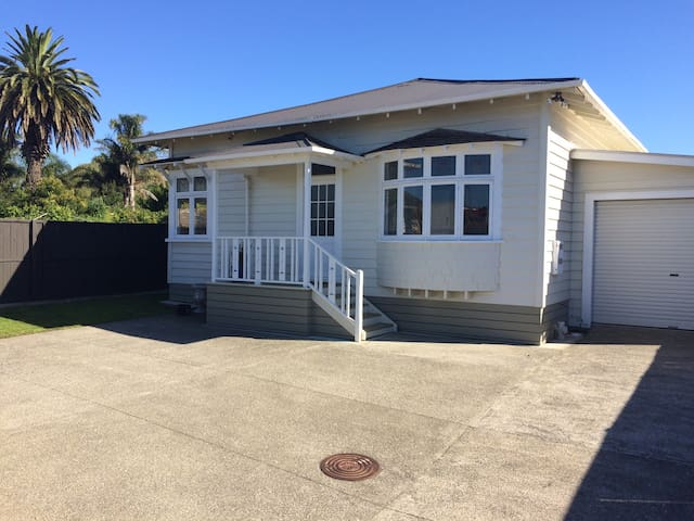 The Mangere Bridge Villa - Auckland