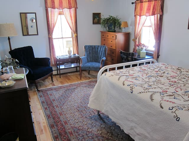 Clarendon Springs B&B, 1 Private Room, 1-2 Guests - West Rutland - Bed & Breakfast