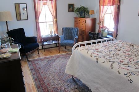 Clarendon Springs B&B, 1 Private Room, 1-2 Guests - West Rutland - Гестхаус