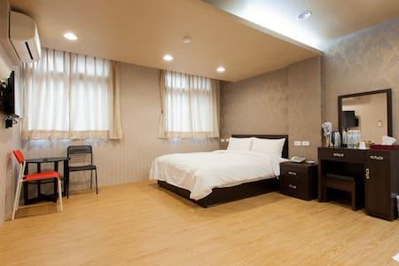 欣芳旅店301溫馨乾淨板橋的家104/11/27全新裝潢,重新開幕~ - Banqiao District - Apartment