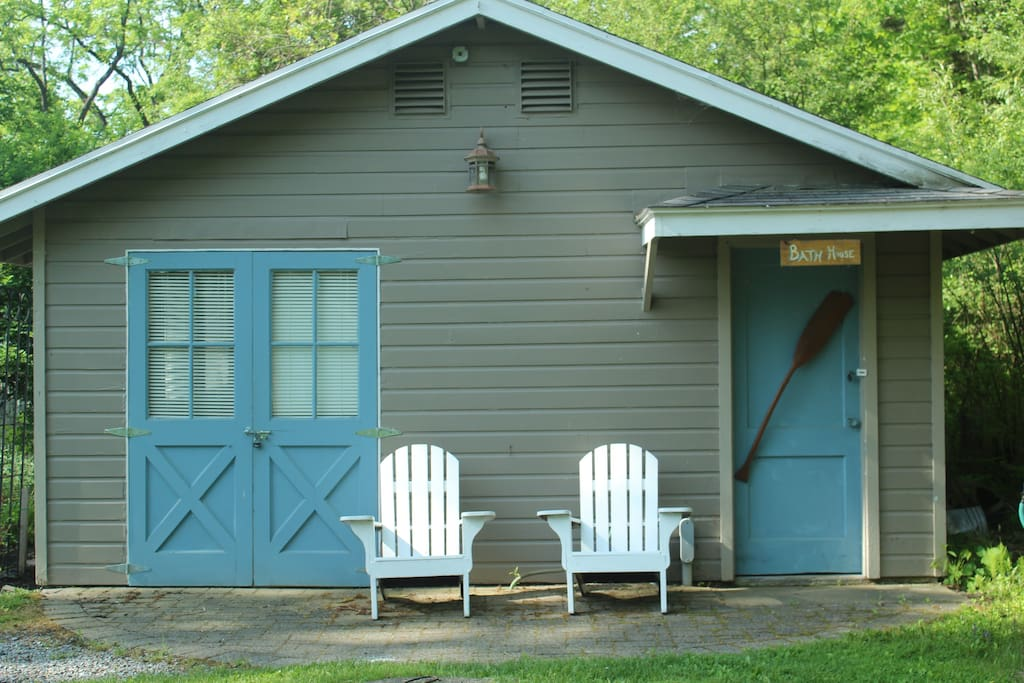 Cabin entrance, bedroom on left, bathroom on right.