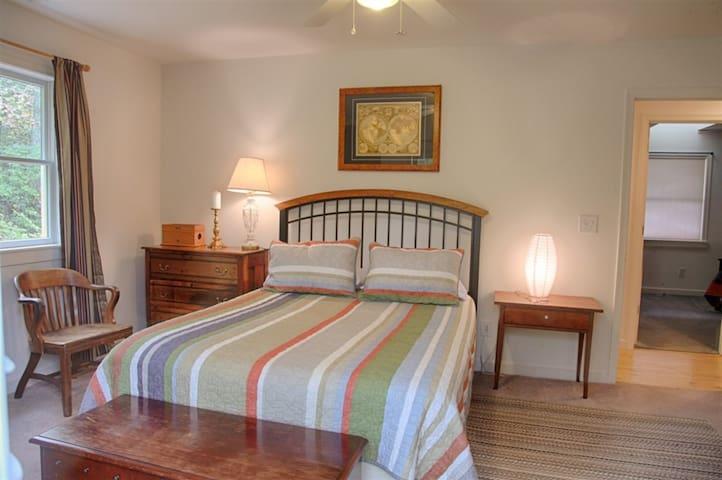 Guest Bedroom #2 Photo 2 of 2