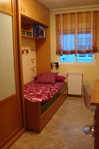 Private room 10 minutes walking from center - Valladolid - Hus