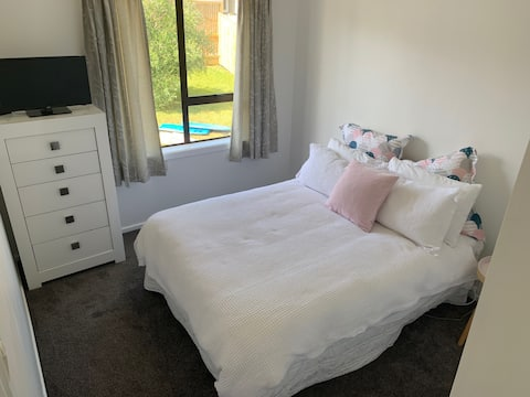 Sunny Double Room In Great Location!