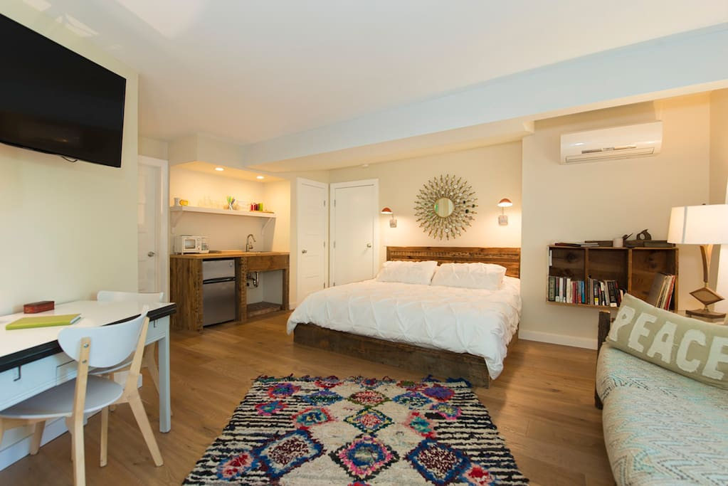 The Vinyl Room Studio In Town Apartments For Rent In