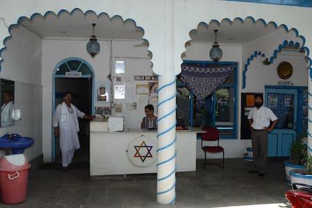 Maya Hotel & Restaurant - Agra - Bed & Breakfast
