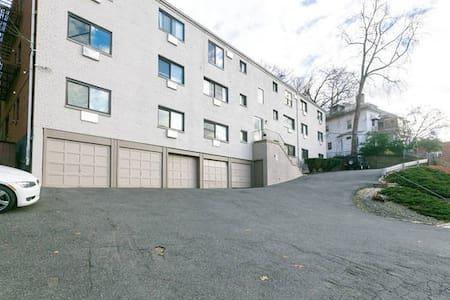 1 Bedroom, Private, Great Reviews! - Yonkers - アパート