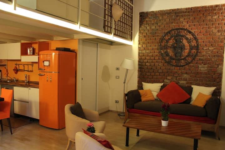Ampio loft a pochi passi dal Duomo. 3 posti letto