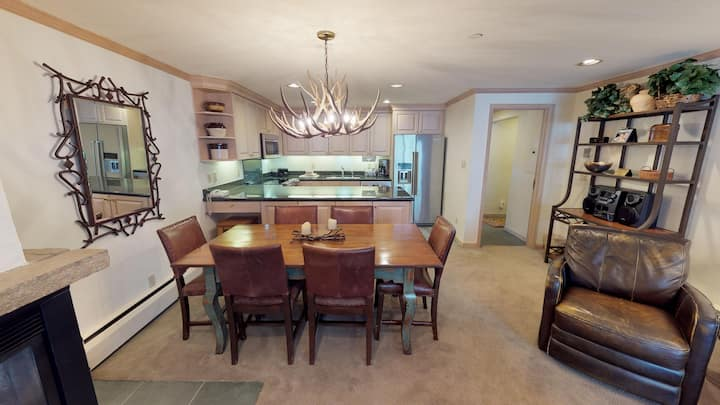 Conveniently Located 3 BR/ 3 BA Condo @ Manor Vail
