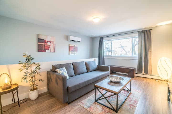 Stylish 2 Bedroom in Halifax's famous North End!