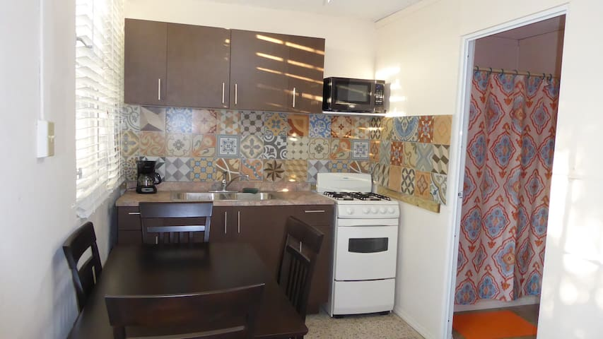 Ponce Los Caobos Nice apartment with patio BBQ pkg