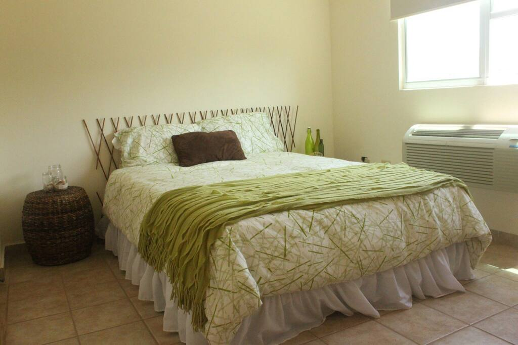 2nd bedroom with queen size