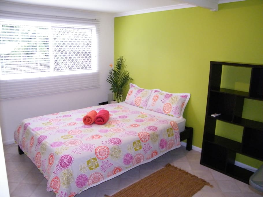 Queensize Bedroom with Airconditioning