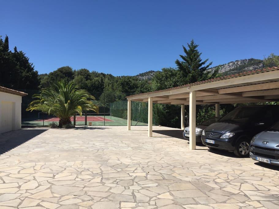 tennis et parking couvert