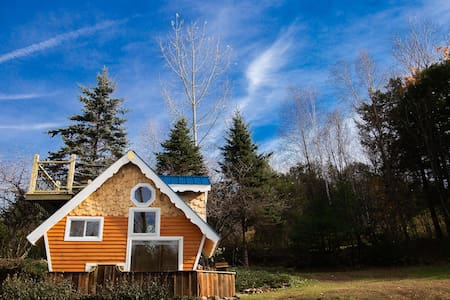 Tiny House w/view on Relaxing Retreat Property
