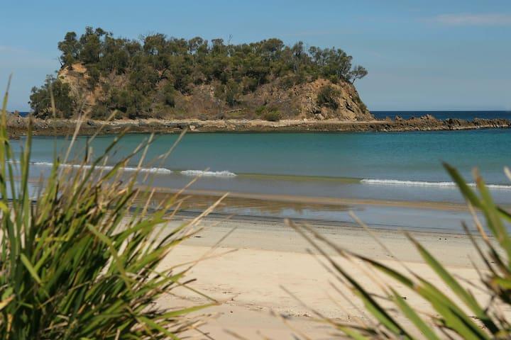By the Beach - Barlings Beach - Tomakin