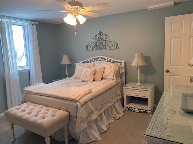 Peaceful and Quiet Home Away from Home in Lenexa