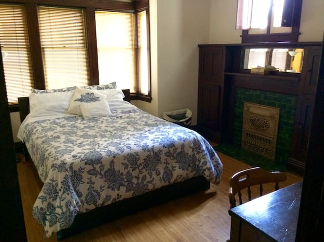 Vintage Apartment in Century Home Near Downtown