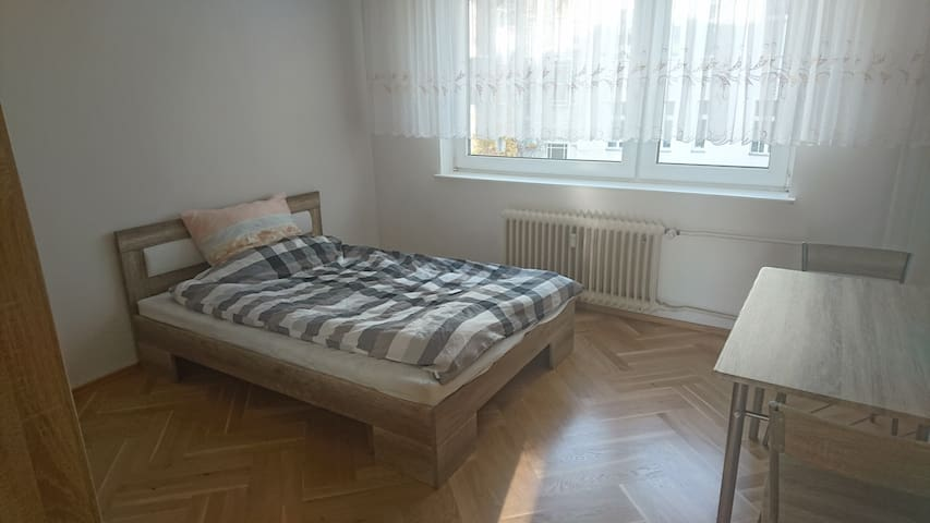 Clean & bright room close to centre of Westberlin - Berlin