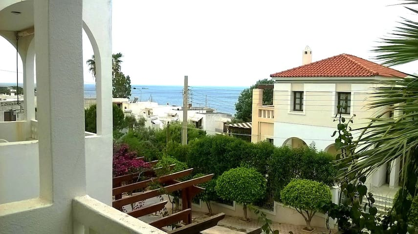 Cottage with sea view, 150 m. from the beach 2 - Saronida - บ้าน
