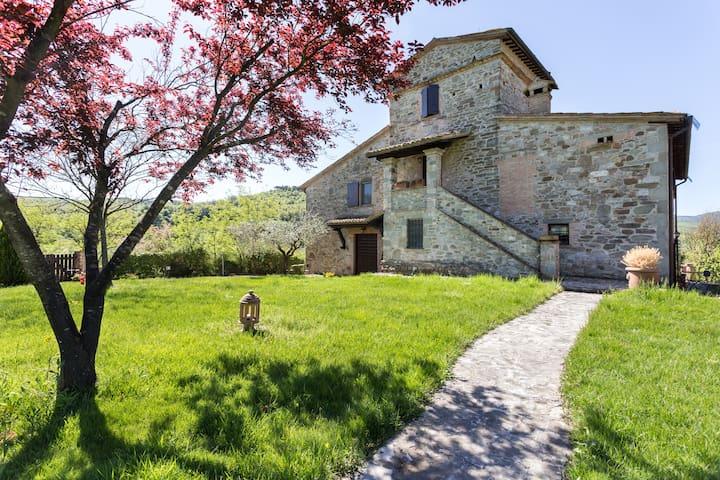 """Unique Villa w Pool """"Il Torrone"""" - Todi - TODI - วิลล่า"""