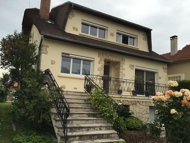 Chambre de 18m² - La maison d'Opale - Saint-Cyr-l'École - Casa