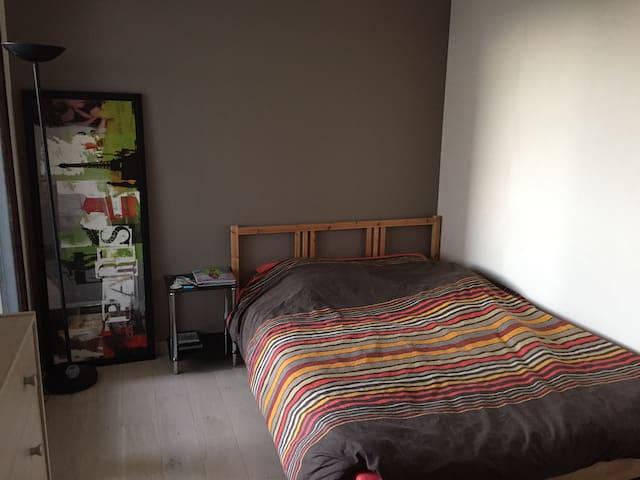 Chambre chaleureuse Proximité RER - Issy-les-Moulineaux - Wohnung