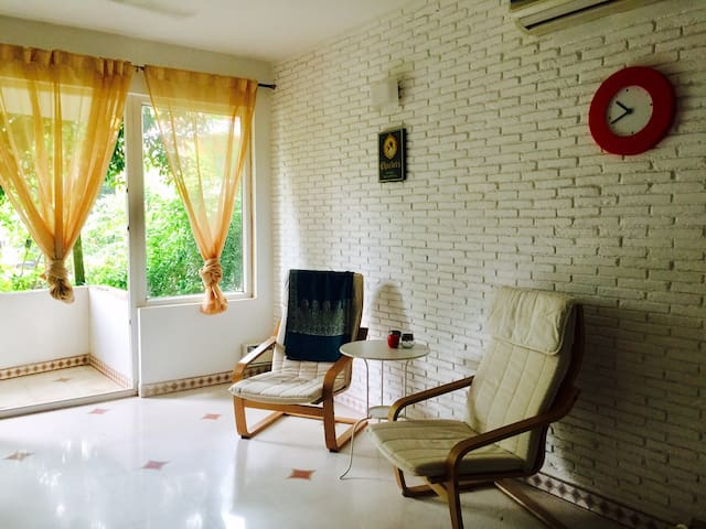 Spacious and charming 1BHK with pool in Reis Magos