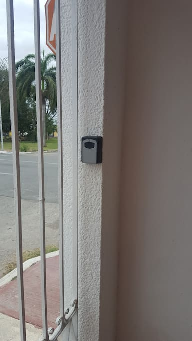 Caja se seguridad para llave acceso reja