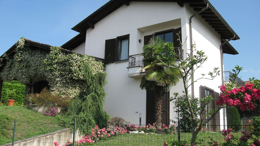 Rent a room at the Villa Patrizia! - Casnate con Bernate - Villa