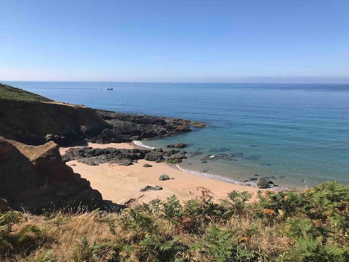 3BR hidden gem w/ nearby beaches, Devon