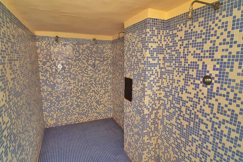 Communal shower facility