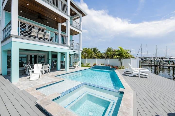 Bayfront Retreat - Five Bedroom House, Sleeps 15