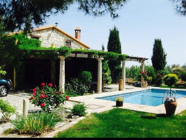 Cortijo andaluz con piscina - Freila