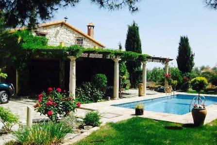 Cortijo andaluz con piscina - Freila - Alpstuga
