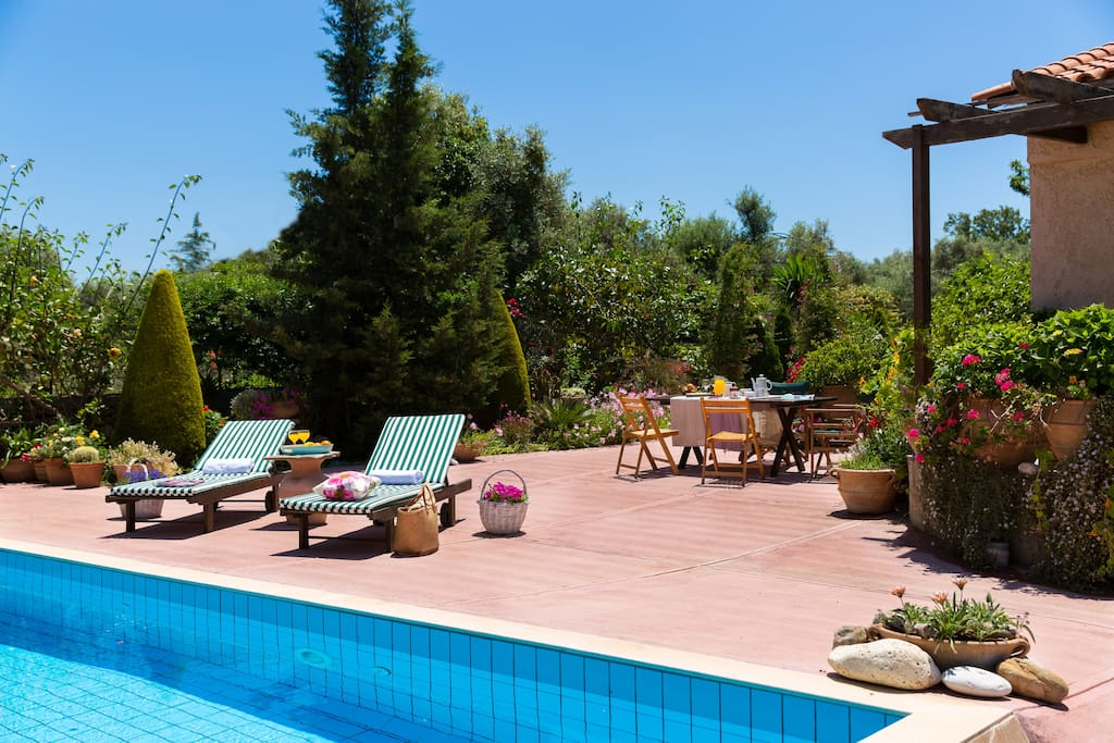 Villa elli magical garden pool villas en alquiler en for Anda garden pool villas