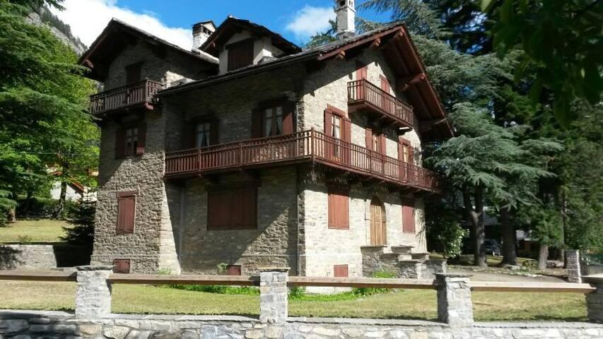 COURMAYEUR - ALLOGGIO IN VILLA - Verrand - Villa