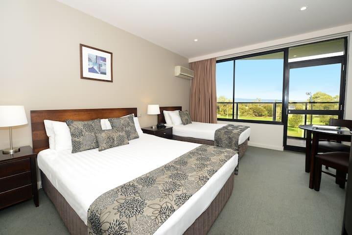 Private room in 4.5 star CBD Hotel - Adelaide - ที่พักพร้อมอาหารเช้า