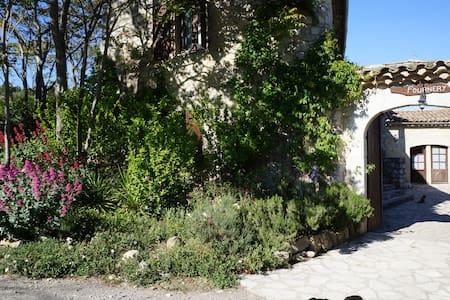 Gîte Lavande - avec piscine - Villeneuve de Berg