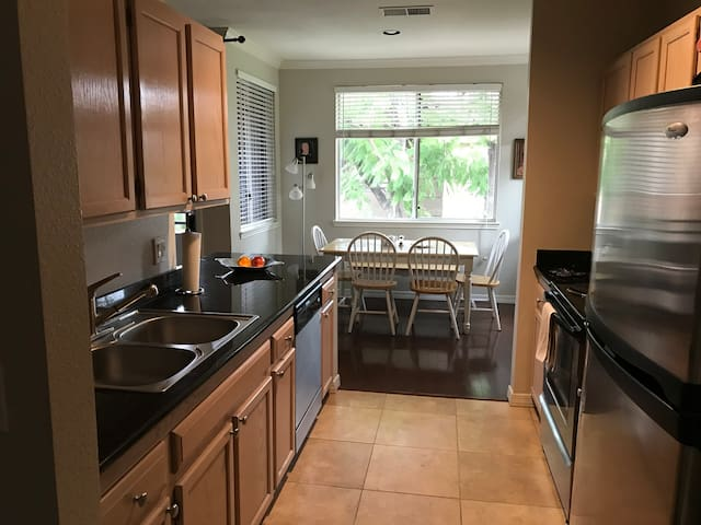 Beautiful upgraded 2/2 Condo in Kierland area