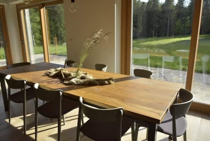 Ursae vallis- forest house (familiy friendy)