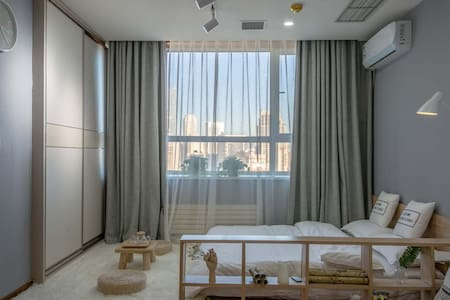 『SHEN'S HOUSE | 阡墨』城市中心中山广场|飘窗&投影 高层原木风海景民宿