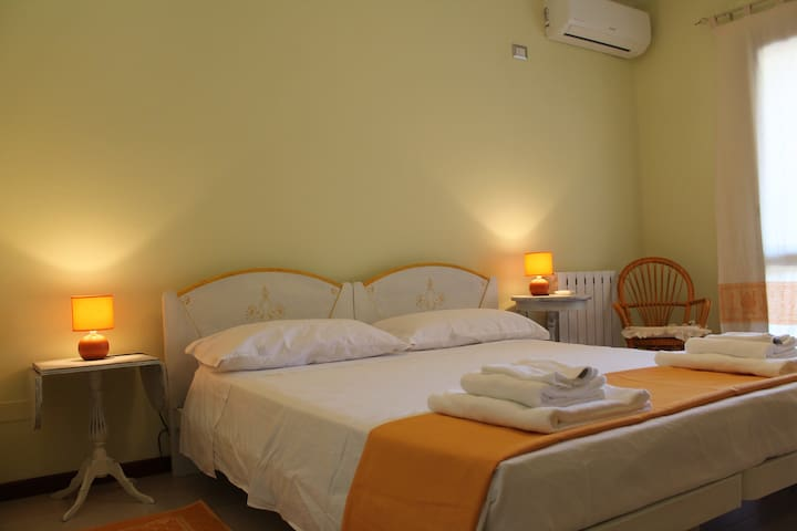 "Double room in B&B""S'Arrenconi miu"" - Capoterra - Bed & Breakfast"